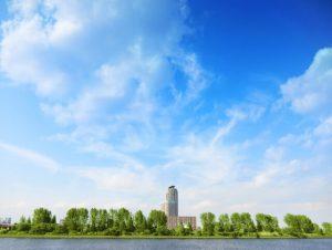 都会の青空