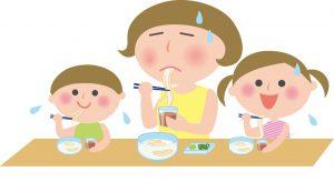 素麺を食べる家族